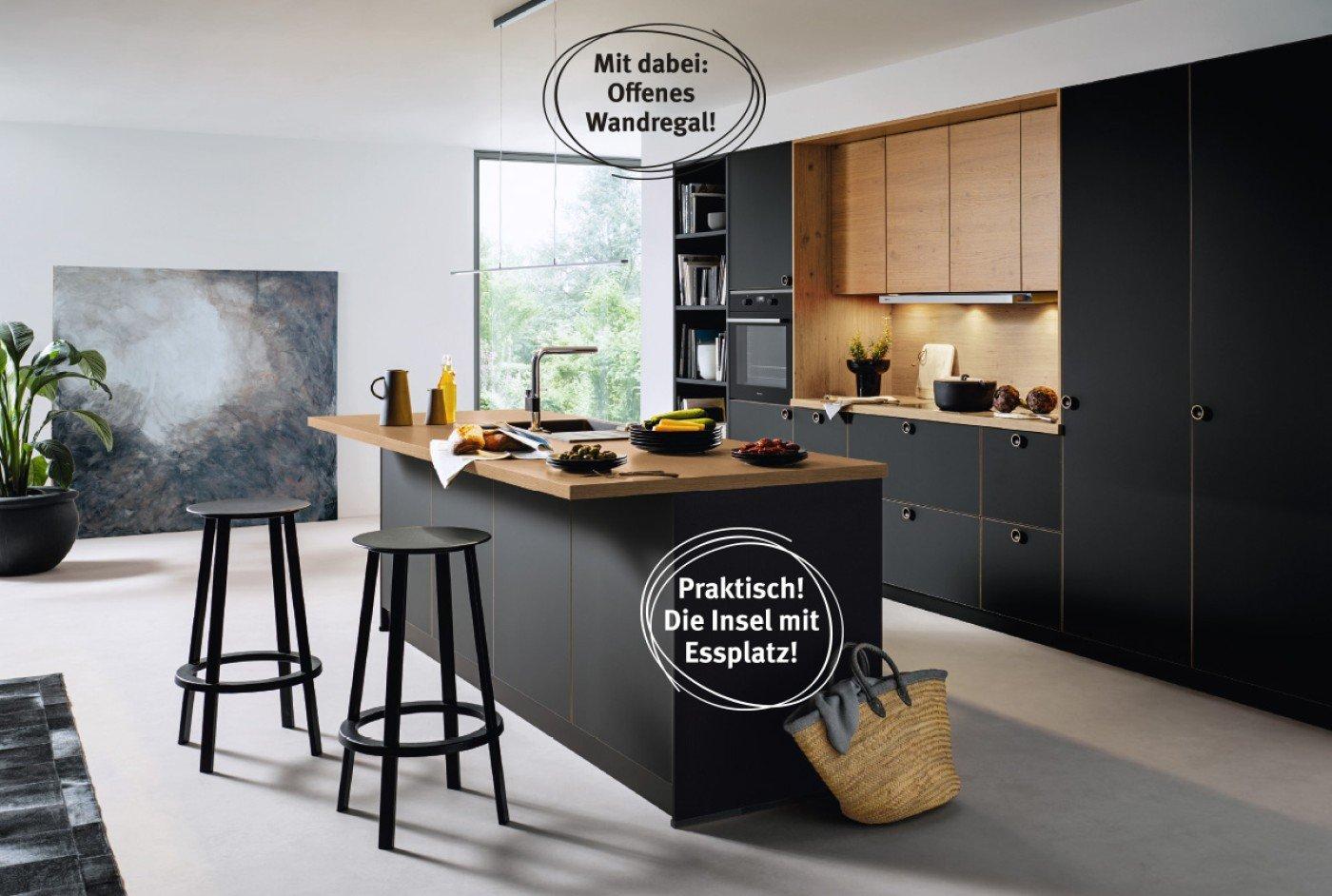 Küchenzeile mit Insel Fronten in Onyxschwarz und Asteiche natur Nachbildung